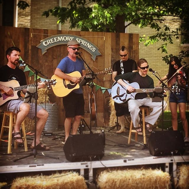 Awesome music & drinks in Toronto today at the #CreemoreStreetPub hosted by @CreemoreSprings